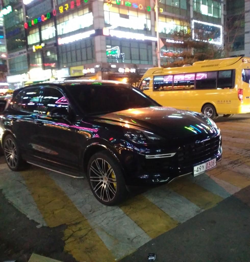 Паркиране на пешеходна в Корея :)